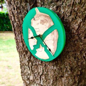 Wanduhr Epoxidharz Eichenholz Grün