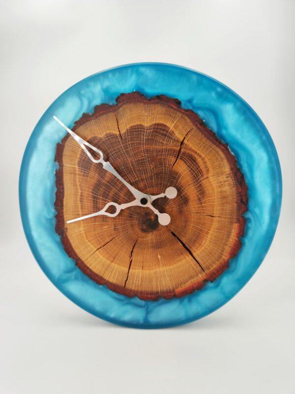 Wanduhr Epoxidharz Eichenholz Blau